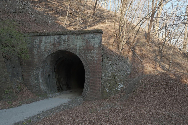 第7トンネルの軽井沢方。ピラスターがなくのっぺらだ。