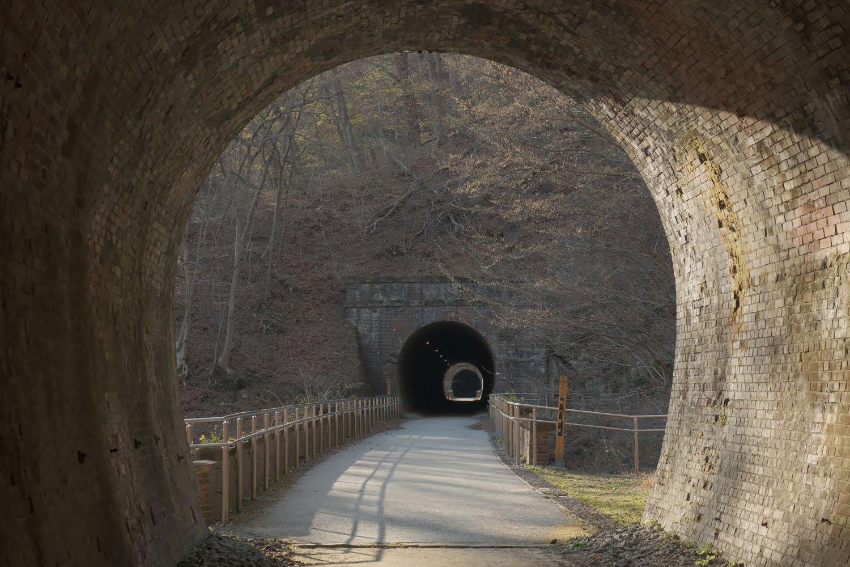 第8トンネルを出るといきなり碓氷第6橋梁。この橋梁も高い。