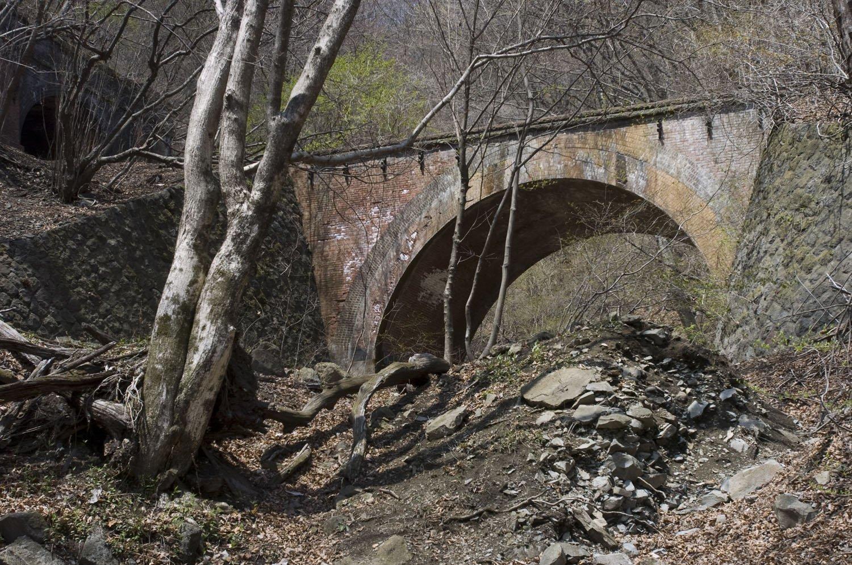 こちらは碓氷第5橋梁。撮影したのは2007年4月20日。いまも変化ない姿だ。
