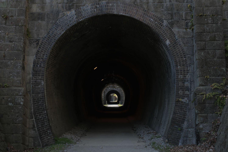 第3トンネルの入り口に立つとすぐ第4トンネルが確認できる。