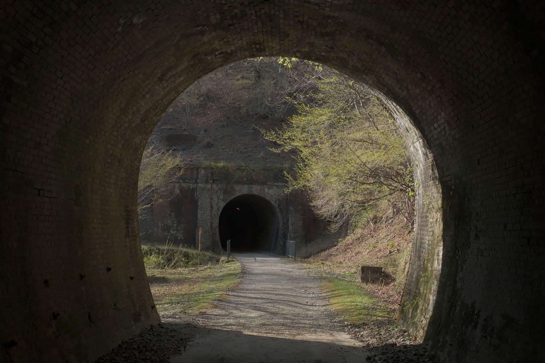 第4トンネルの出口から。第5トンネルは若干左へカーブ。