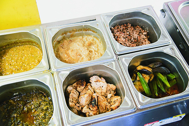 ヤッサ、サガサガ、ビーフマフェなど、アフリカンシチューが多彩だ。