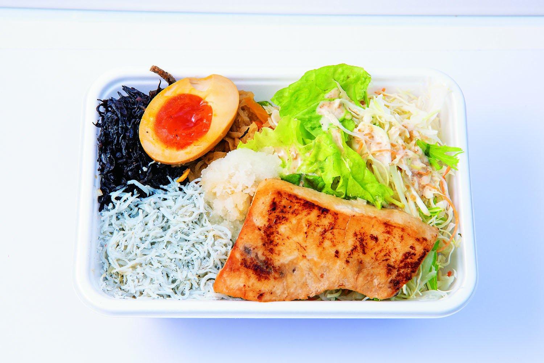 しらすとかじき丼800円。醤油などで味付けた気仙沼産カジキの焼き魚と、遠州灘産のふっくらしらすがたっぷり。