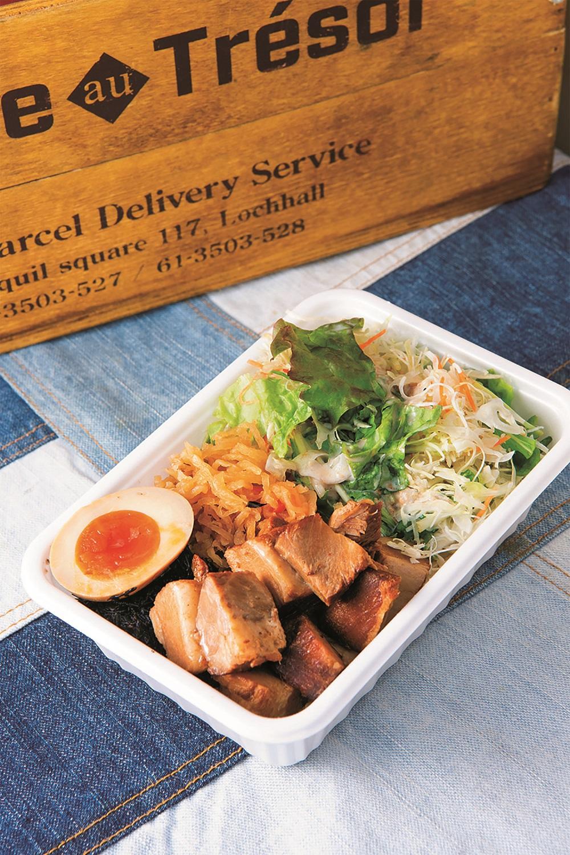 肉派には自家製角煮丼800円を。「静岡産じゃないけど人気ですよ」。