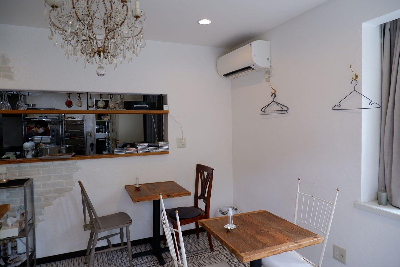 店内の奥には本格的な厨房がのぞく。