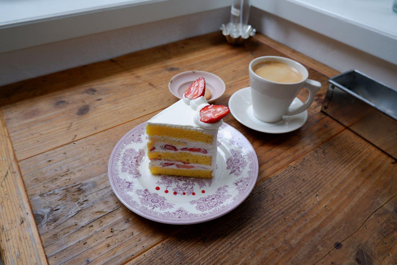 苺のショートケーキ650円、ホットコーヒー500円。