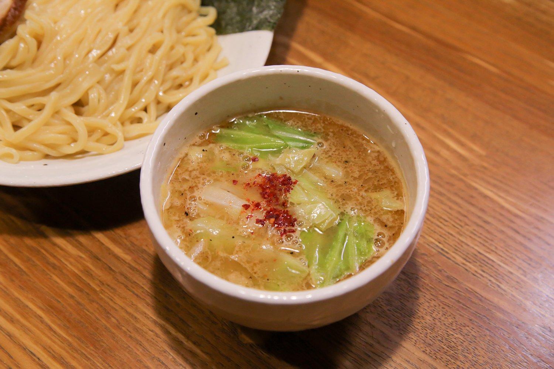 つけそばの鶏白湯は珍しい。元々朝は4時すぎからこのスープの仕込みをしていたという手の掛け方だ。