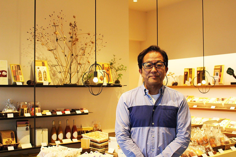 店主の花崎年秀さん。