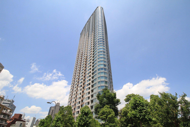 約6400本の樹木が緑豊かな住環境を演出する『パークコート赤坂ザ・タワー』。地上約140mの屋上には開放的なスカイデッキも!