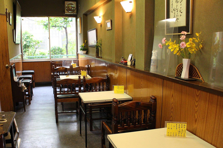 店舗併設の喫茶スペース。夏はかき氷も人気が高い。