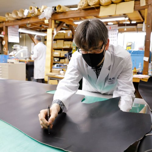 北千住『大峡製鞄(おおばせいほう)』のランドセルは職人の手で生み出される最高級ブランド品なのだ【街にひそむレアな職人技】