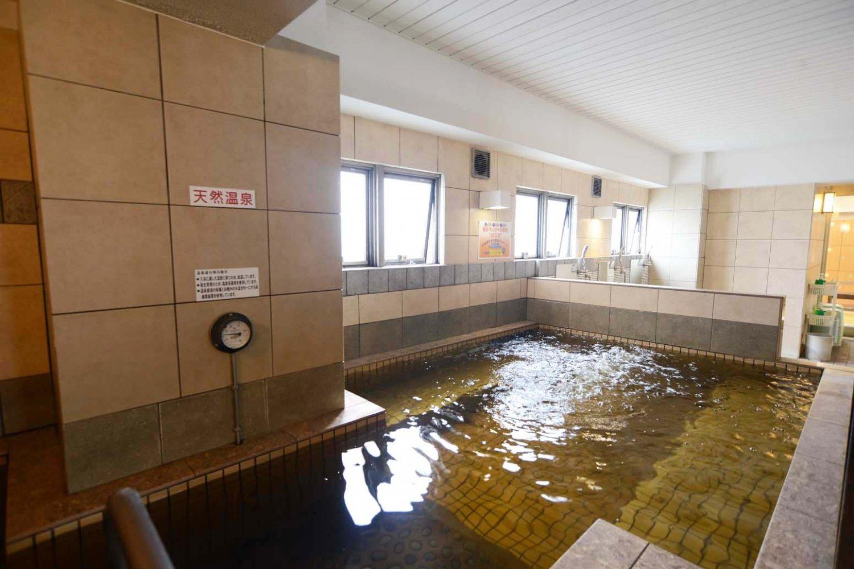 1階の温泉浴槽は、38度というぬる湯なので、ゆっくり半身浴を楽しめる。