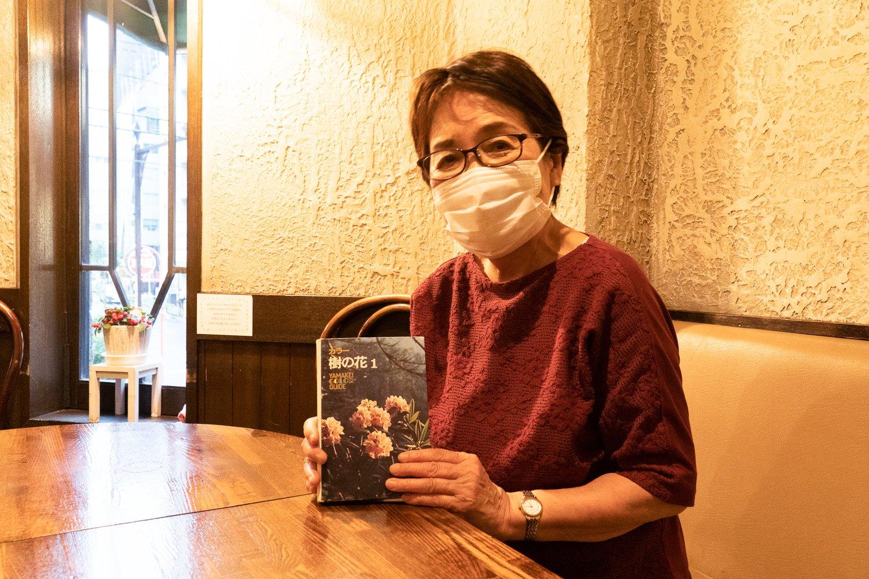 成沢弘子さん。店名は山歩きが好きな成沢さんの手元にあった本から。