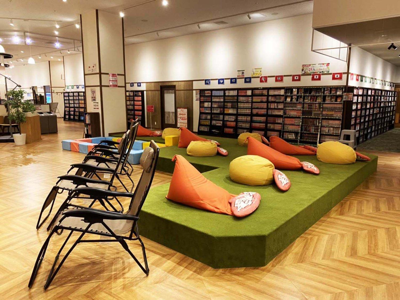 館全体では約2万冊の漫画の蔵書があり、岩盤浴エリアには新刊を充実させた漫画コーナーがある。(写真提供=天然温泉 湯~ねる)