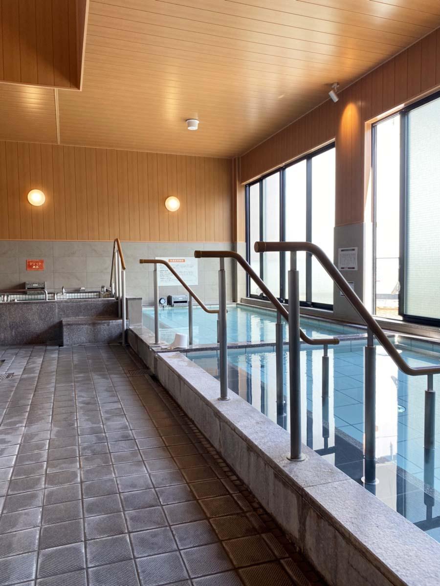 通常営業は10時からだが、6時~9時に朝風呂(入浴料500円、土・日・祝は600円)もやっている。
