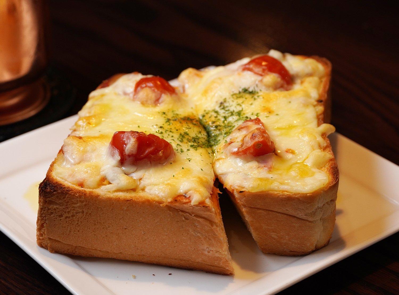 ピザトーストも500円。