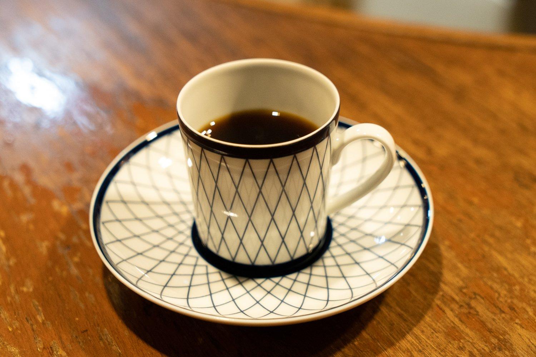 オリジナルのカップで出されるブレンドのカフェ・ノワール(中濃・ブラック)750円。