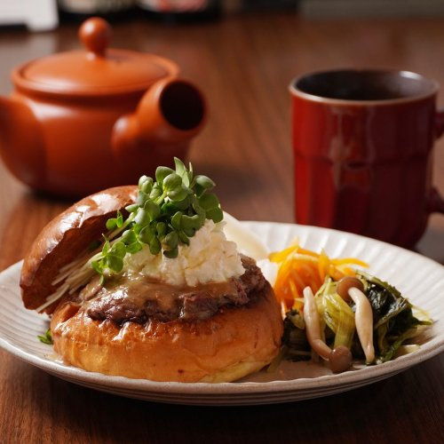 ステーキ肉100%でつなぎナシ! 蒲田『KAKUMEI Burger&Café』で味わう新発想のハンバーガーは、...