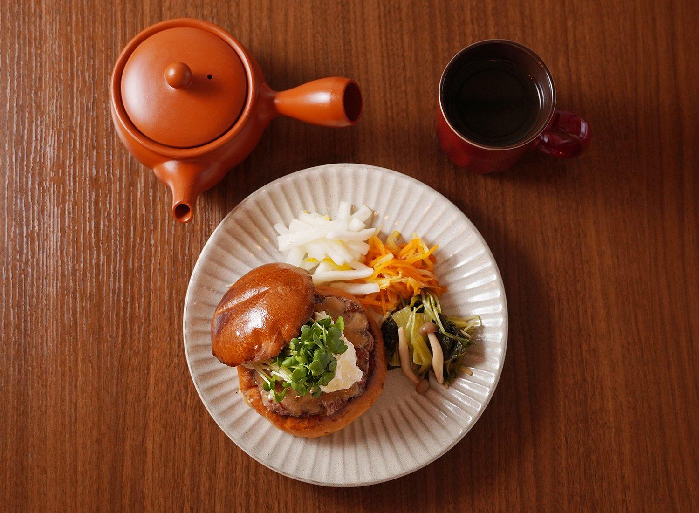 日本茶600円。ハンバーガーによく合う。