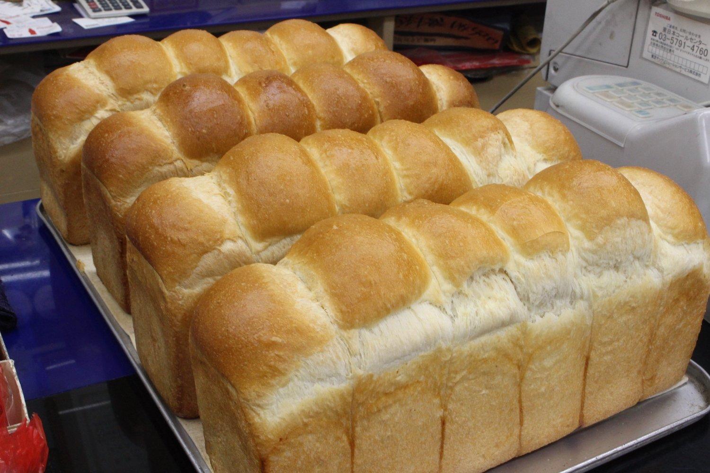店の顔でもあるイギリスパン。焼きたての香りがたまりません!
