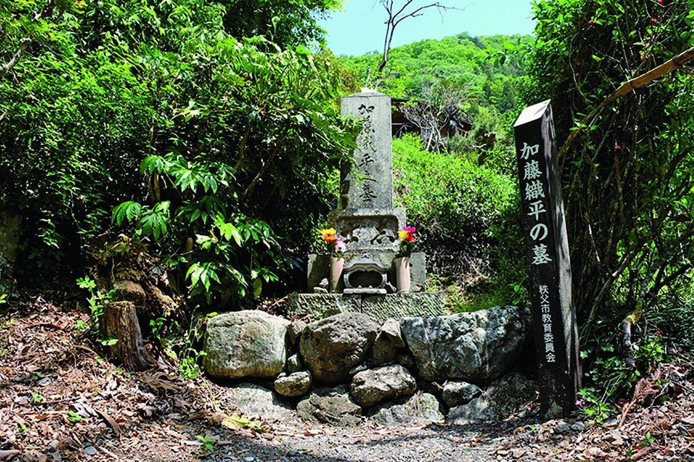 秩父事件を起こした困民党の副総理、加藤織平の墓が沢口地区にある。織平は困民党への助力を乞われて協力した人で、人柄が偲ばれる。東京神田で捕まり、裁判により蜂起の1年 後に死刑が執行された。享年36。