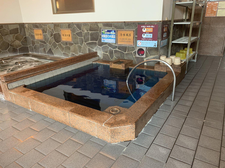キンキンの水風呂。