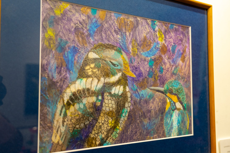 2階では、『カランダッシュ』の画材を使用する作家さんの作品展示が行われていることも。撮影時には童画作家・浅野薫さんの作品展が開催されていた。