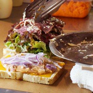石神井公園に誕生した、想像を超えたごちそうサンドを日常的に味わえる店『ムームー・サンドウィッチワークス』。