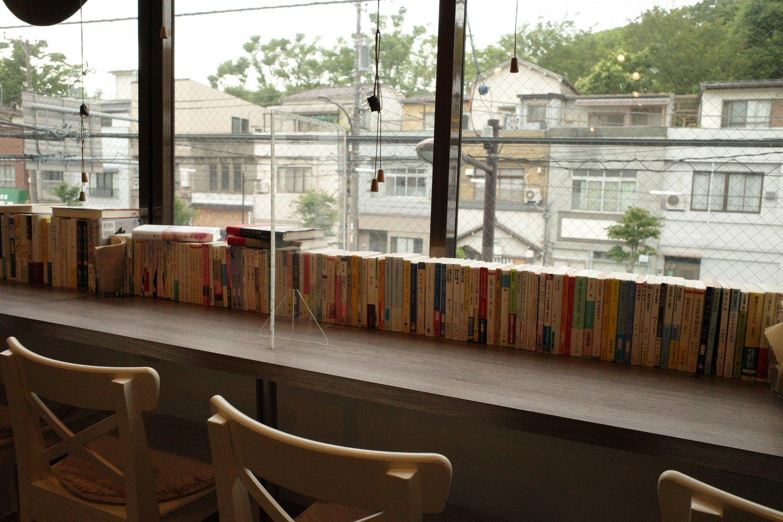 店の2階のカウンター席からは旧東京市営店舗向住宅が真正面に見える。