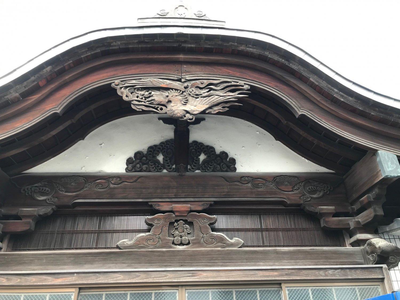 正面の屋根部分(改装前)。