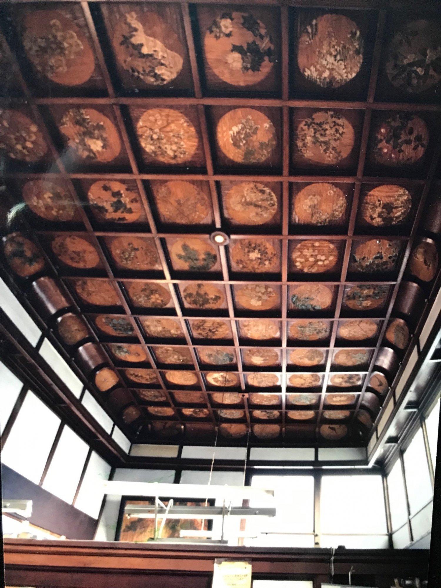 脱衣所の天井(改装前)。