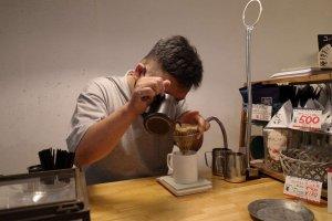 The NorthWave Coffee_ドリップの様子を目の前で見られる