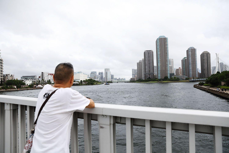 永代橋から隅田川と晴海運河が分かれる風景は「マンハッタンに似てるんだよ」。