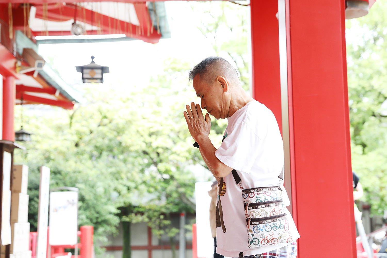 富岡八幡宮は寛永4年(1627)創建。江戸最大の八幡さまとして信仰をあつめる。江戸勧進相撲発祥の地としても知られ境内には力士碑がある。8月15日の例祭は江戸三大祭のひとつで、3年に一度の本祭りでは50数基の町神輿が揃う。