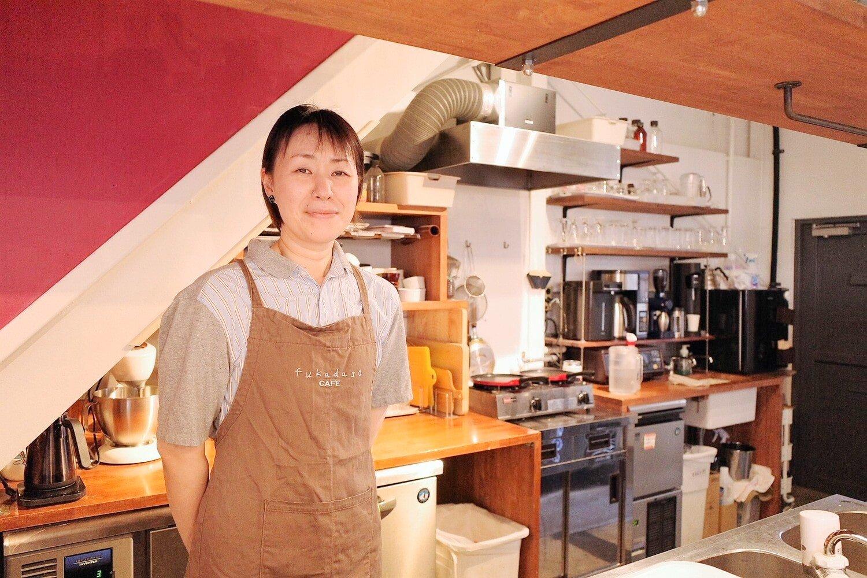 さっぱりとした人柄の佐藤さん。地元出身のスター・寺島進さんは、中学の先輩にあたる。