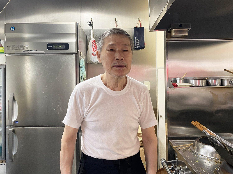 店主の沢木さんは、1942年(昭和17)生まれ。寡黙な人だが、孫の話になると笑みがこぼれて饒舌になる。
