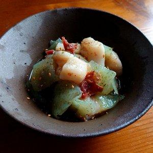 ホタテと刺身こんにゃく梅肉和えに「AKABU(火入れ酒)」 〜夏の生酒は今の時期もっとも熟成しやすい日本酒です〜
