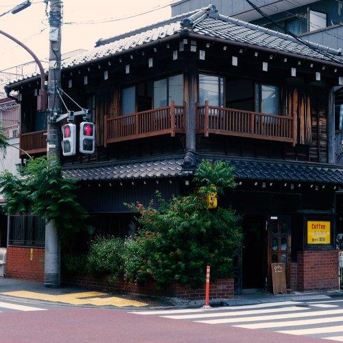 谷中で時代を超えて愛されるカフェ『カヤバ珈琲』は、この街、この建物の歴史を守り伝えるため、進化し続ける。