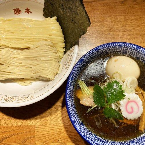 丼の中に詰め込んだフルコース。フレンチ出身の元総料理長が創り上げた神保町『神田勝本』のラーメン観とは