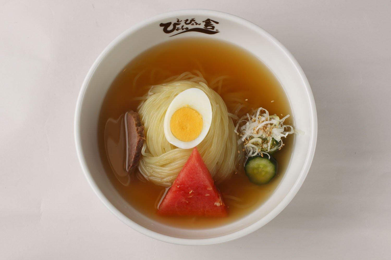 盛岡冷麺1100円。夏限定メニューも含め、5種類の冷麺を用意している。
