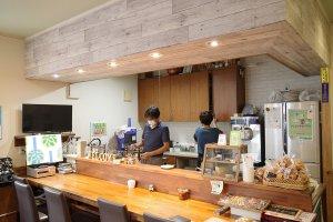 カフェ花見の店内