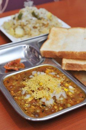 カフェと印度家庭料理レカ1