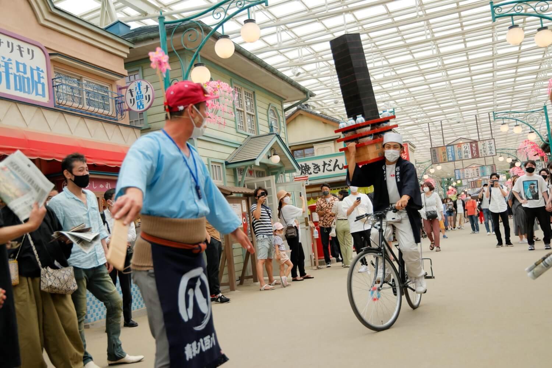 ふらふらと自転車に乗る出前中の蕎麦屋さんに八百屋さんが……。