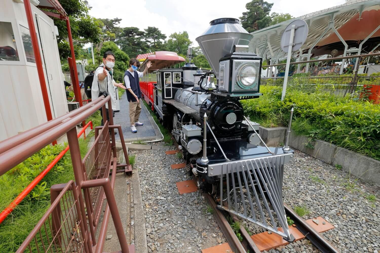 「レオとライヤの夕日列車」で運用中のウエスタンシルバー265号。2008~2020年の12年間「としまえん」で活躍していた機関車だ。移設にあたってエンジンは交換されており、元気いっぱい。