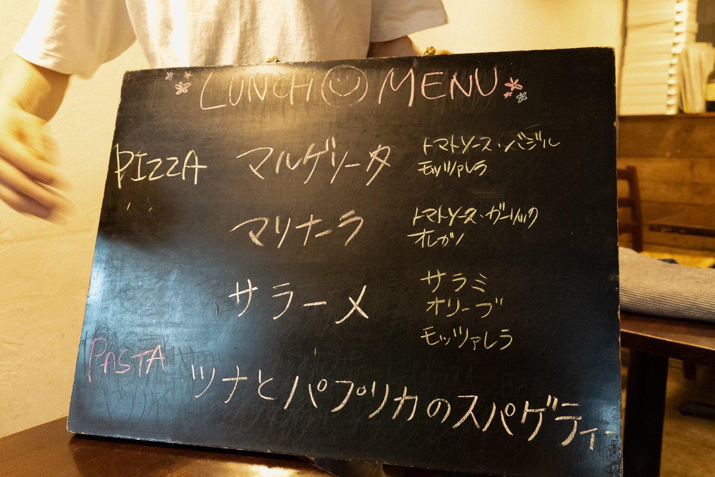 ある日のランチメニュー。3番目のピッツァとパスタは日替わり。
