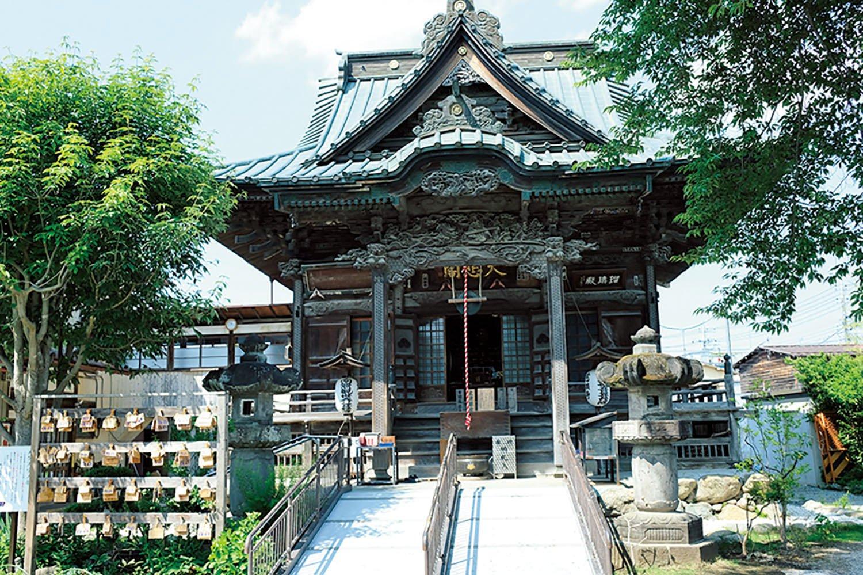 「十三番旗下山慈眼寺」は明治11年(1878)の秩父大火により焼失したが、明治34年(1901)に四萬部寺の本堂を模して再建された。目の健康に御利益があるといわれている。