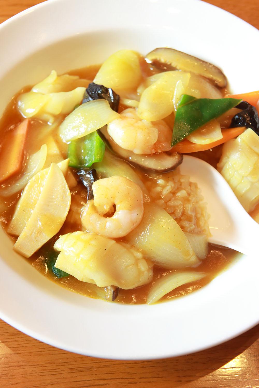 カレーライス1370円。1955年ごろのメニューに咖哩飯と記されていた。中華丼のカレー版だ。