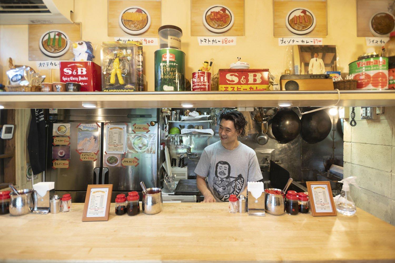 店主の秋本宏介さんは、ほんわか系。神保町の名店『まんてん』で修業後、独立。