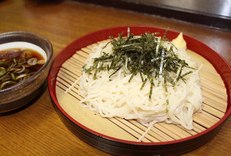 生ひやむぎは450円。大盛り無料の太っ腹。