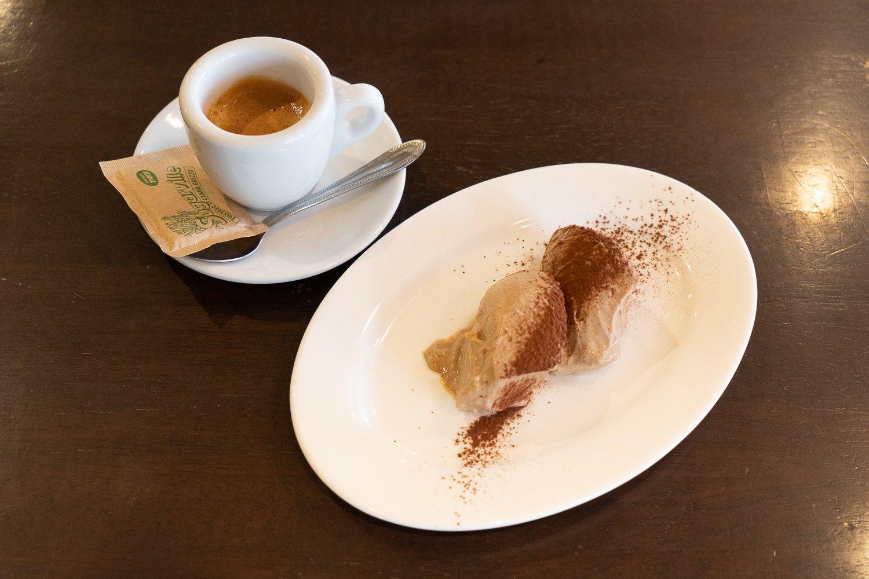 デザートは単品なら350円。アマレット風味のチョコレートプリンはふわふわの食感が美味。